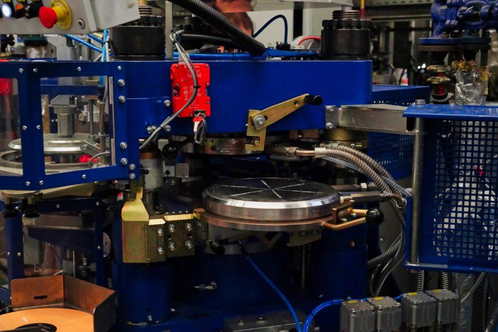 HD Vinyl stamper in pressing maschine